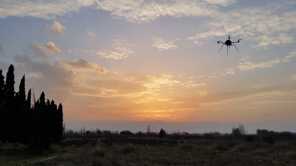 SOLEIL CIEL DRONE QUADRIROTOR NUAGE FORMATION