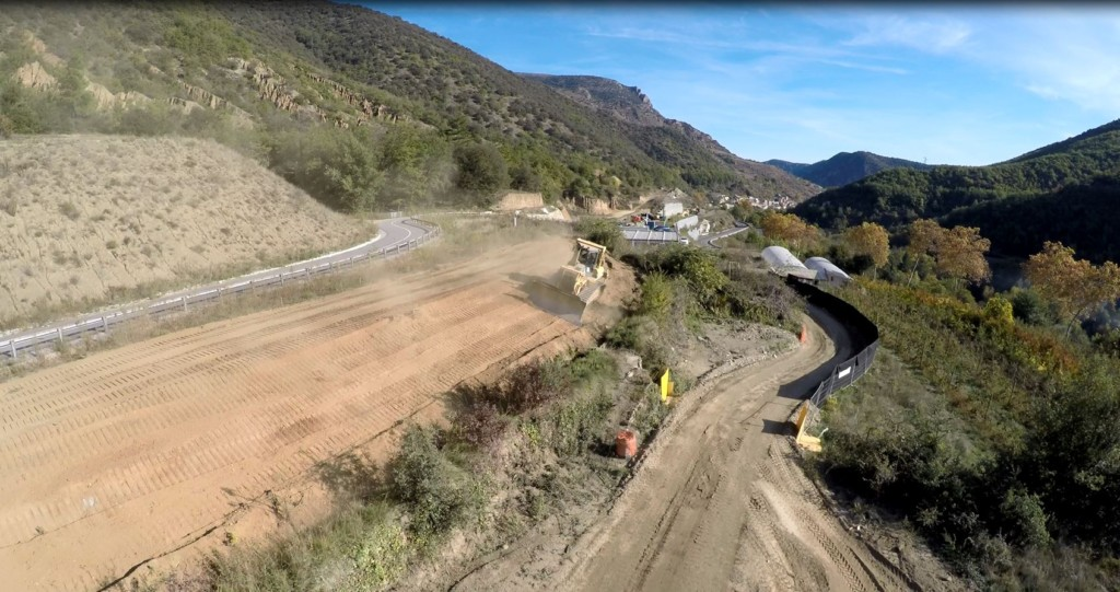 enorme-buldozzer-en-action-chantier-rn116-joncet